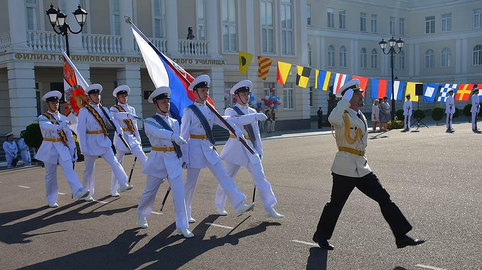 Поступать в училище едут ребята со всей России. Примерно 70% всех воспитанников из Крыма