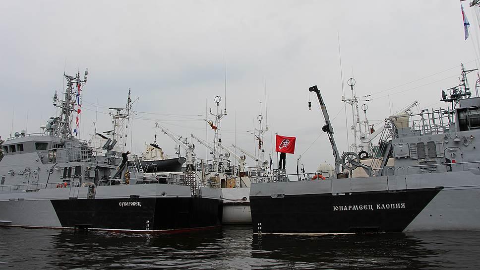 """Флаги движения взвились на противодиверионных катерах """"Юнармеец Балтики"""" и """"Юнармеец Каспия"""""""