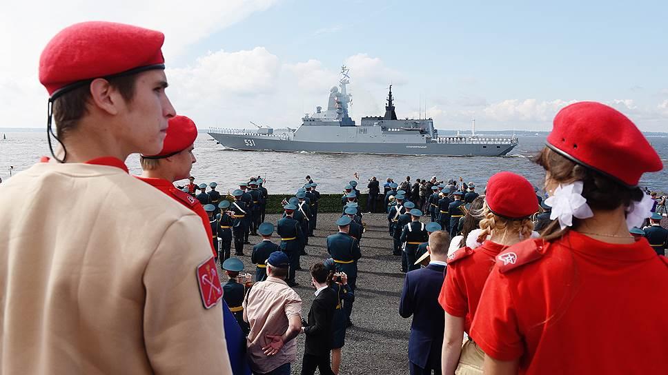 Юнармейцы стали гостями морского парада в Санкт-Петербурге. Им посчастливилось увидеть самые современные корабли ВМФ РФ