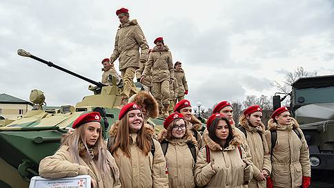 Юнармейцы встретили День призывника в дивизии Дзержинского