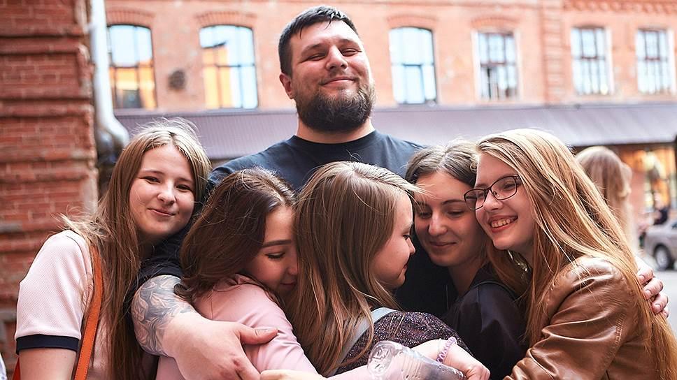 Илья Созонтов с учащимися центра Ludi