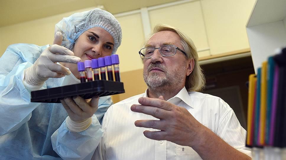 Академик Покровский сетует, что на профилактику ВИЧ-инфекции идет только 400-500млн руб., но и они тратятся в основном на призывы обследоваться на наличие вируса