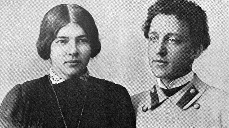 Любовь Дмитриевна Блок (Менделеева) прожила с мужем 18 лет и пережила его еще на 18