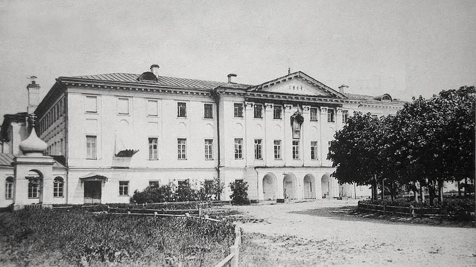 Здание Московской духовной семинарии, с открытки начала XX века