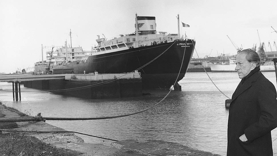 Загрузка танкера Пола Гетти во Франции