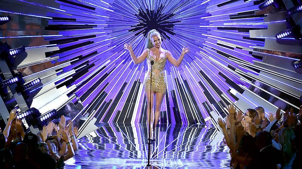 На церемониях вручения наград MTV за лучшие видеоклипы Бритни Спирс выступала неоднократно, дебютировав еще в прошлом тысячелетии (на фото — церемония 2015 года)