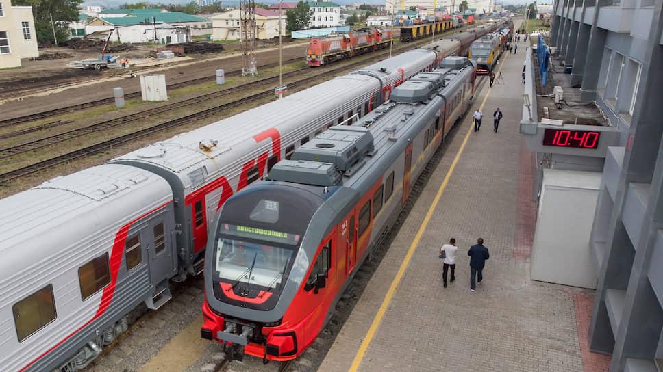 На Сахалине заменяют старые поезда японского производства на новые современные рельсовые автобусы РА-3