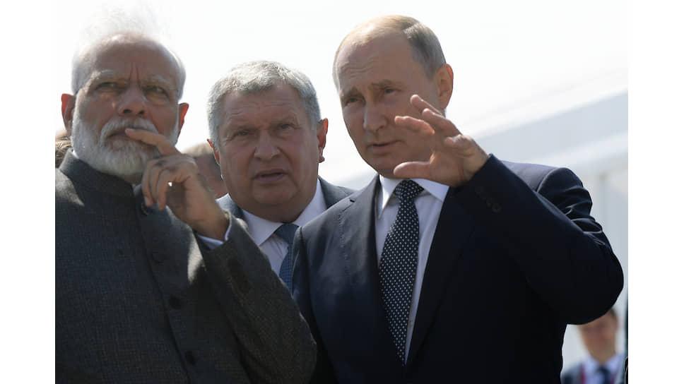 Слева направо: премьер-министр Индии Нарендра Моди, главный исполнительный директор, председатель правления ПАО «НК «Роснефть» Игорь Сечин, президент России Владимир Путин