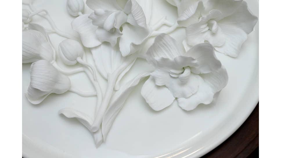 Букет цветов, выполненный в бисквитном фарфоре
