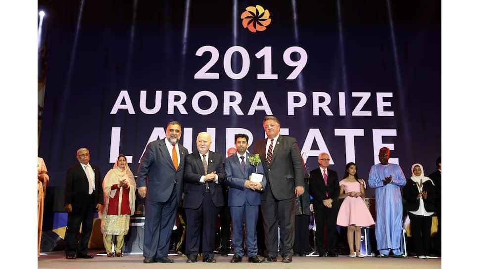 Лауреат 2019 года Мирза Диннайи с сооснователями Aurora Prize