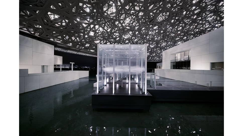 Инсталляция USO в музее Лувр в Абу-Даби