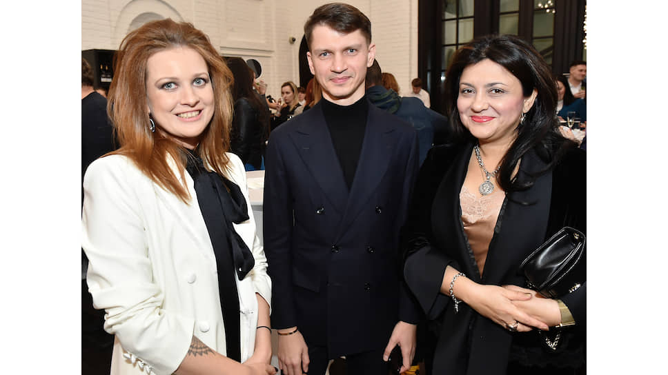 Анна Минакова (слева), Александр Щуренков (главные редакторы проекта «Коммерсантъ. Инициативы») и Ирада Акперова (Музей AZ)