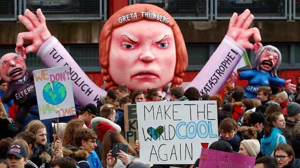 Экоактивисты, требующие решительных действий в борьбе с изменениями климата