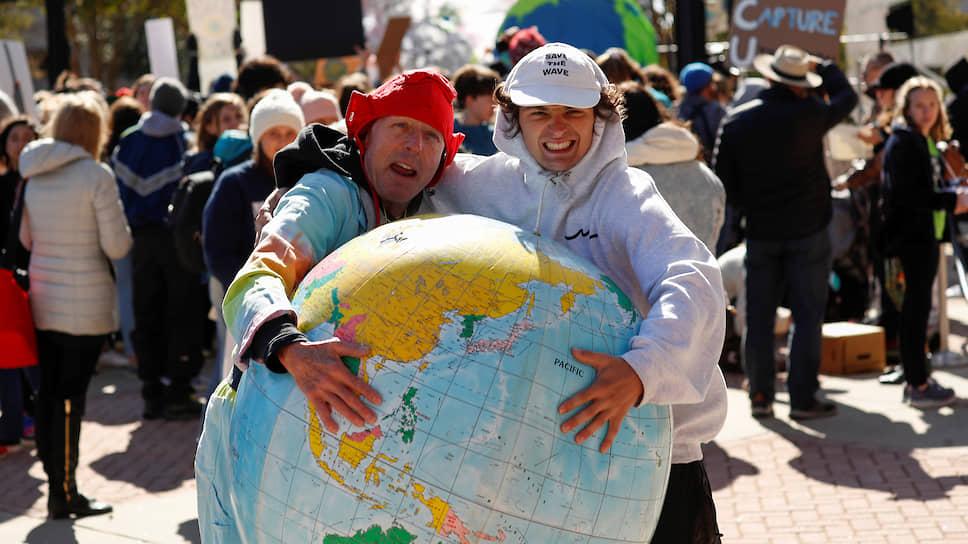 Активисты на экологической акции в США