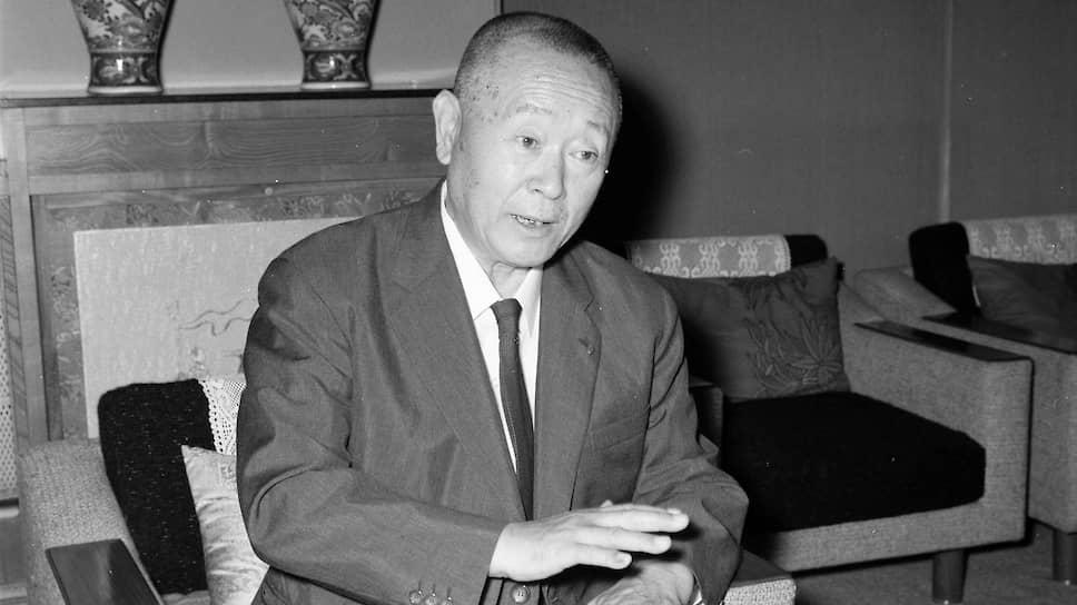 Есиаки Цуцуми получил от отца в наследство шестую часть территории Японии с отелями, курорта-ми, домами, парками развлечений, железными дорогами и многим другим, в результате чего стал богатейшим жителем Земли