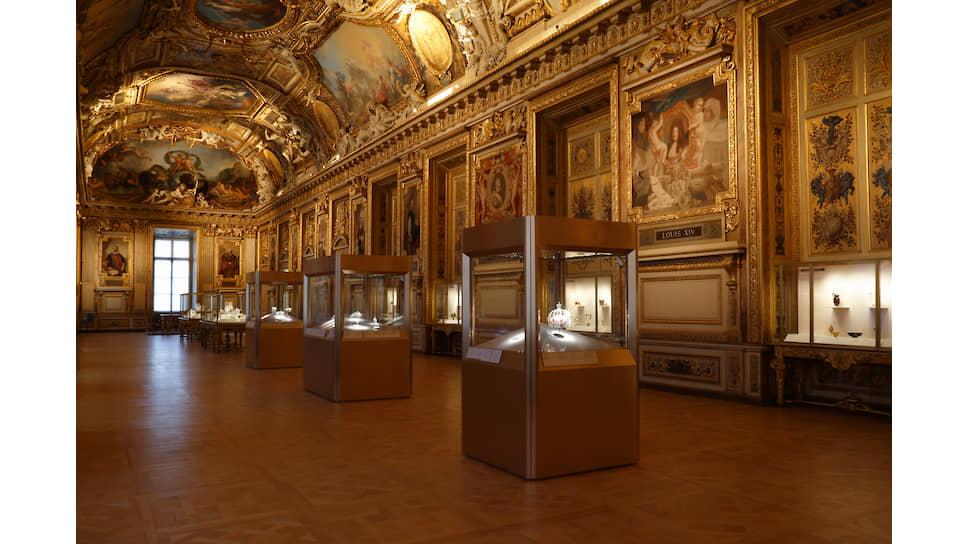 Постоянная экспозиция галереи Аполлона Музея Лувр