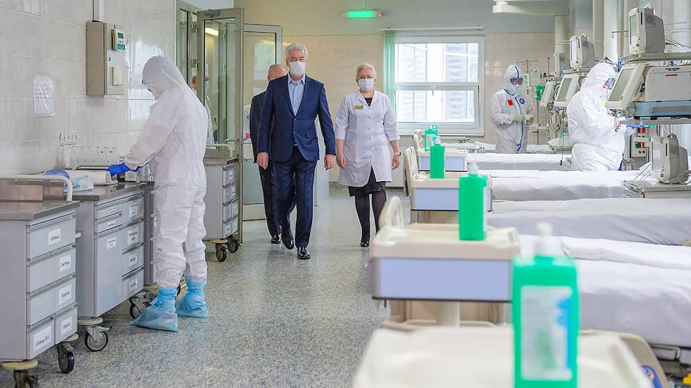 Мэр Москвы Сергей Собянин осматривает стационар на базе городской клинической больницы №31, открытый для лечения заразившихся коронавирусом