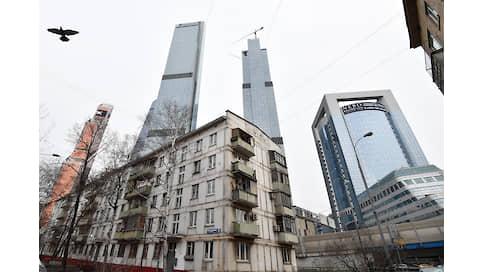 Недвижимость ушла в отрыв  / Рост курса доллара повышает спрос на московскую недвижимость, которая взлетает в цене