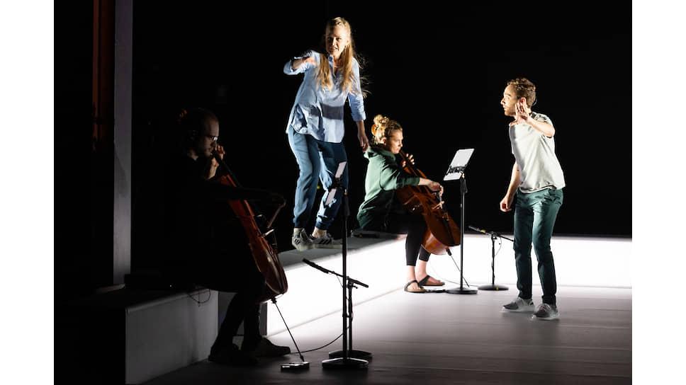 Музыканты во время выступления в Филадельфийской опере