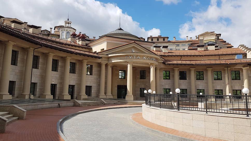 Вид на медицинский центр ГУТА КЛИНИК и семейный велнес-клуб «SAVOY Итальянский квартал»