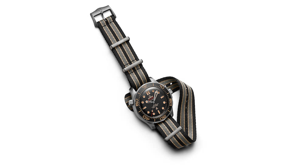 Omega Seamaster Diver 300m Co-Axial Master Chronometer Edition 007 No Time To Die можно носить и на ремешке NATO