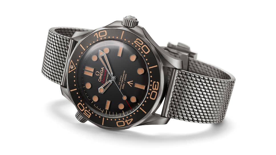 В разработке Omega Seamaster Diver 300m Co-Axial Master Chronometer Edition 007 No Time To Die в титановом корпусе 42 мм с черным циферблатом на титановом браслете поучаствовал сам Дэниел Крейг