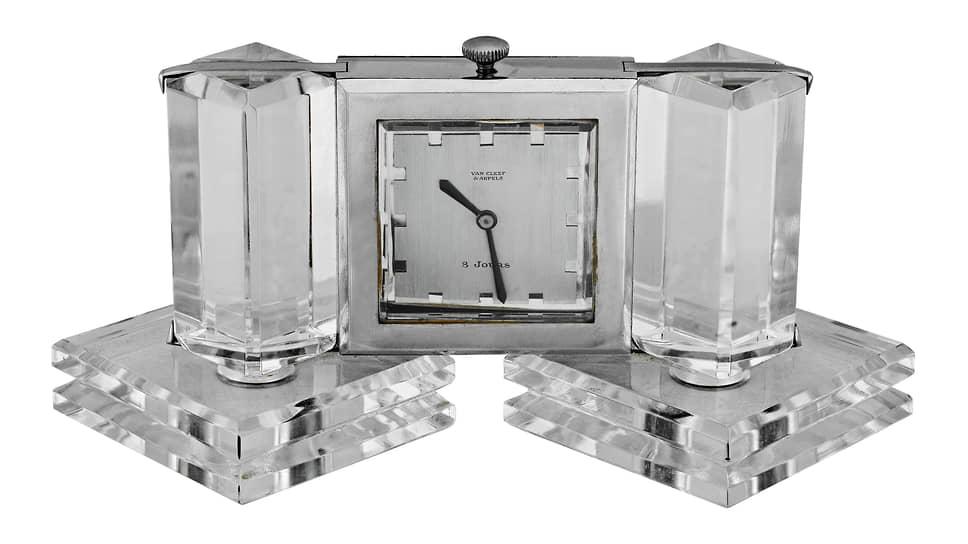 Настольные часы, сталь, горный хрусталь, 1934 год. Коллекция Van Cleef & Arpels