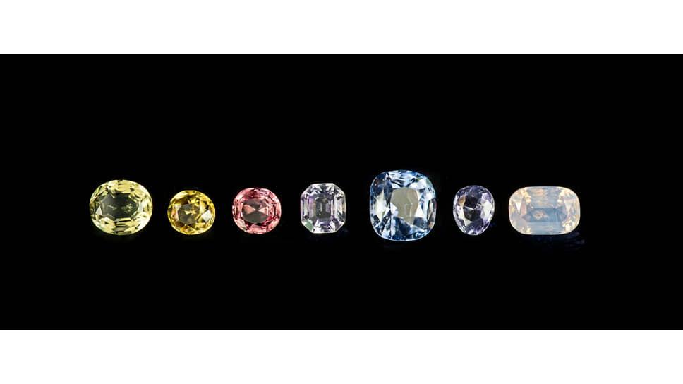 Ограненные сапфиры и рубины, принадлежавшие Людовику XVIII, общий вес — 31,6 карата. Национальный музей естественной истории, Франция