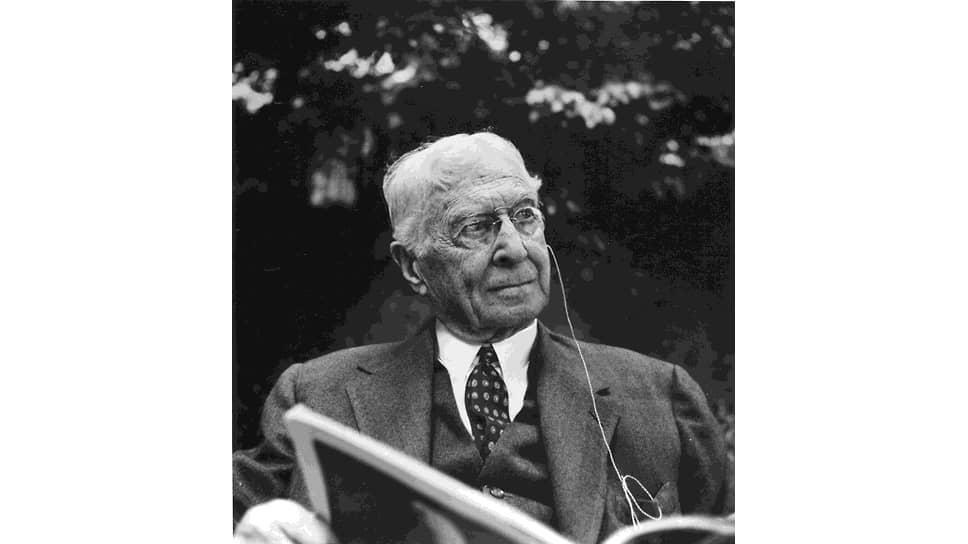 Бернард Барух за чтением. 1960 год