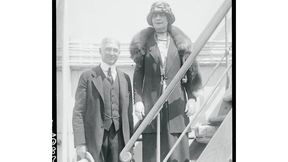 Бернард Барух с женой Энни, урожденной Гриффен, на борту корабля Berengaria, отплывающего в Европу. 1922 год. Они уже 25 лет вместе и будут вместе еще 43 года