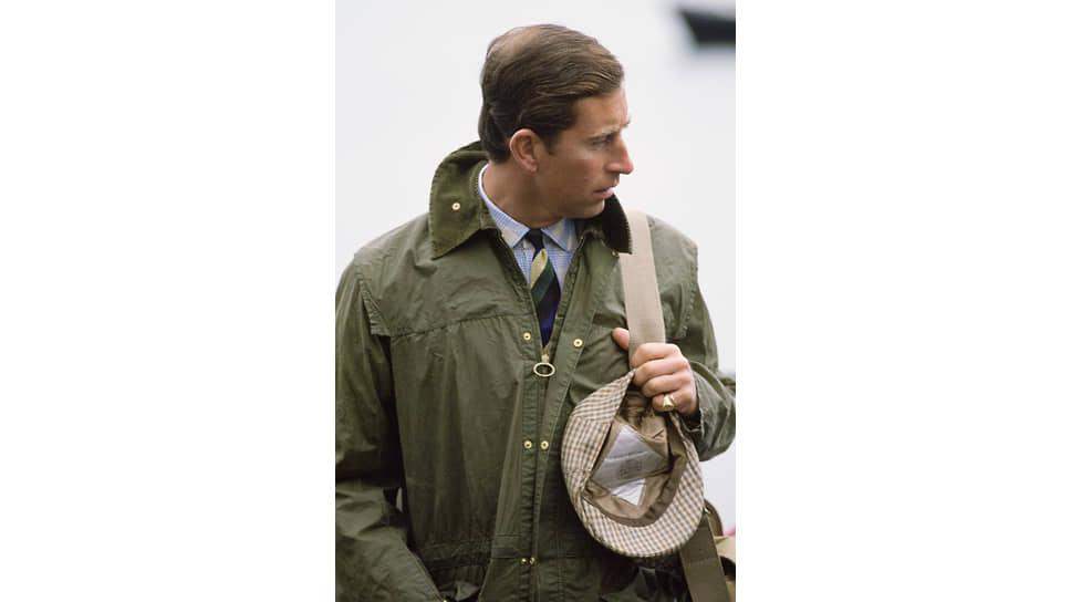 Принц Чарльз в вощеной куртке и твидовой кепке Barbour на отдыхе в Шотландии