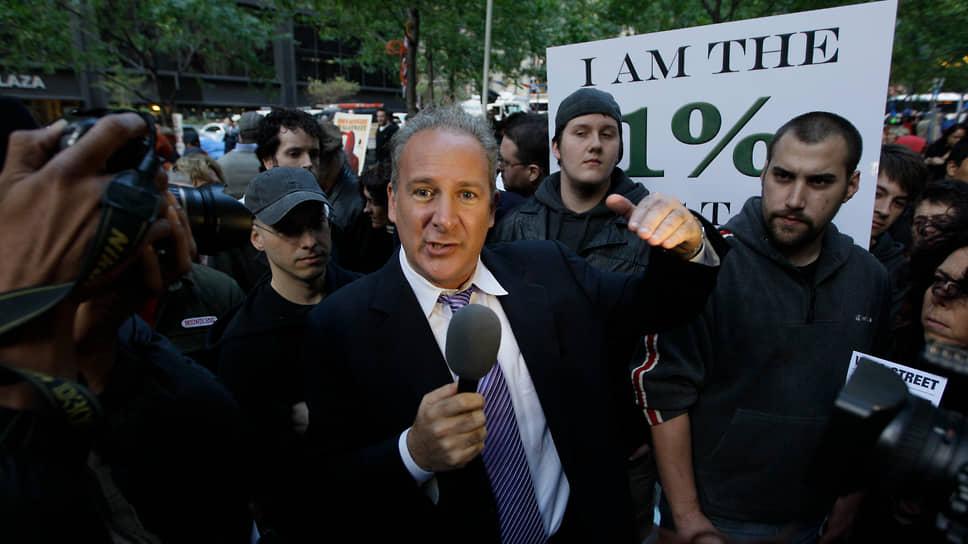 У Шиффа есть благодарные слушатели и поклонники в самых разных слоях общества. На фото — он среди участников движения Occupy Wall Street, Нью-Йорк, октябрь 2011 года