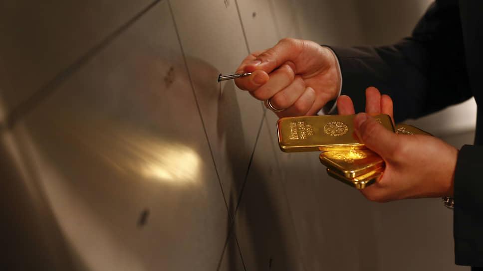 В 2012 году Питер Шифф заявил, что цена тройской унции золота вырастет до $5 тыс. в течение «нескольких лет». «Несколько лет» еще не прошло
