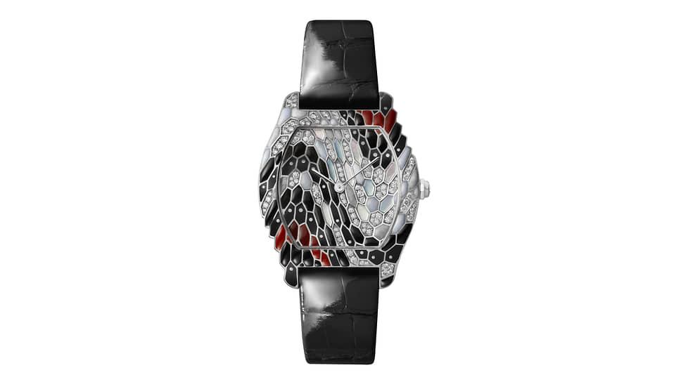 Cartier Libre Tortue Snake Watch. Мануфактурный механизм с ручным заводом и запасом хода 38 часов. Корпус из белого золота, 130 бриллиантов, синий и белый перламутр. 30 экземпляров