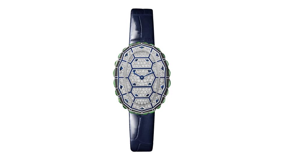 Cartier Libre Baignoire Turtle Watch. Кварцевый механизм, корпус 32,39 x 25,47 мм из белого золота с 171 бриллиантом, 18 сапфирами и 24 цаворитами. 30 экземпляров