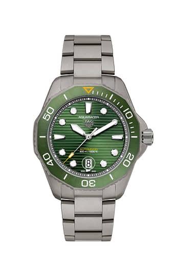 TAG Heuer Aquaracer Professional 300. Корпус 43 мм из матового титана Grade 2 с зеленым матовым циферблатом