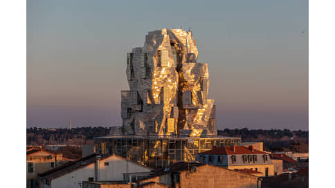 Башня из стали  / Luma Майи Хоффман и Фрэнка Гери