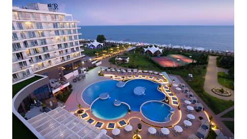 Отель c песчаным пляжем  / Обновленный Radisson Collection Paradise Resort&Spa, Sochi рад гостям