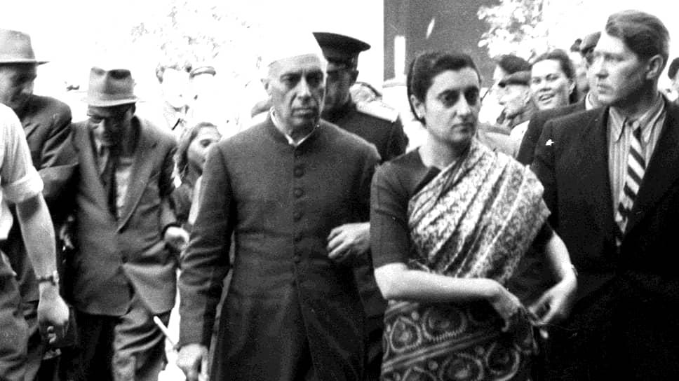Премьер-министр Индии Джавахарлал Неру с дочерью Индирой Ганди с визитом на «Уралмаше» в 1955 году