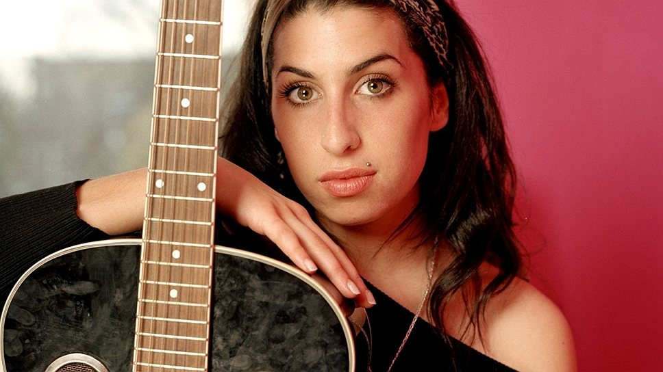 Эми Уайанхаус родилась в 1983 году в Лондоне, ее предки эмигрировали из Российской империи. Песни певица начала записывать в 14 лет, тогда же впервые попробовав наркотики