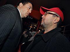 Президент «Медиа-Союза» Александр Любимов и продюсер Петр Листерман (справа) на премьере фильма «Наша Russia: Яйца судьбы»