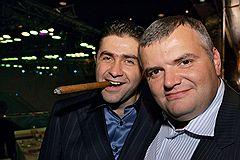 Генпродюсер Comedy Club Production Артур Джанибекян и гендиректор «Газпром-медиа» Николай Сенкевич (справа) на премьере фильма «Наша Russia: Яйца судьбы»