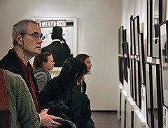 Кинорежиссер Сергей Бодров на открытии экспозиции Музея современного искусства РАХ в рамках Фотобиеннале-2010