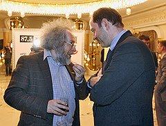 Главред «Эха Москвы» Алексей Венедиктов (слева) и префект САО Олег Митволь на праздновании трехлетия радиостанции Business FM