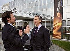 Вице-президент «Италдизайн Джуджаро» Фабрицио Джуджаро (слева) и председатель правления «Газпром нефти» Александр Дюков на презентации бренда G-Energy в Турине