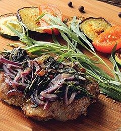 В ресторане «Навруз» появились новые мясные блюда, среди них — свинина, маринованная в травах и яблоках