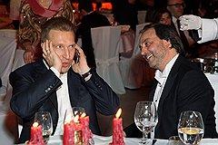 Первый вице-премьерРФ Игорь Шувалов (слева) на вечеринке  по случаю юбилея сценографа Бориса Краснова (справа)