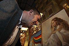 Вице-губернатор Санкт-Петербурга Михаил Осеевский перед началом пятого благотворительного аукциона «Азбуки»