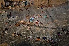 """Дэниел Берехулак (Getty Images). """"Наводнение в Пакистане, август--сентябрь 2010 года"""". Первое место в категории """"Люди и события. Серии"""""""