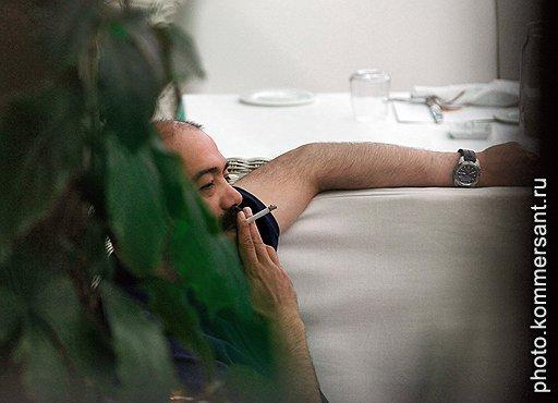 Президент Уральской горно-металлургической компании Искандар Махмудов на открытии летней веранды ресторана Bistrot